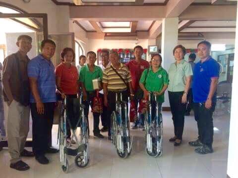 Apat na Wheelchair mula kay Congressman Cojuangco
