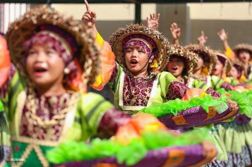 16 powerful images during 1st KanLahi Festival Street Dancing Competition (14)