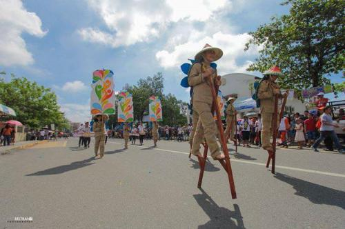 16 powerful images during 1st KanLahi Festival Street Dancing Competition (15)