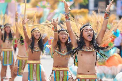 16 powerful images during 1st KanLahi Festival Street Dancing Competition (3)