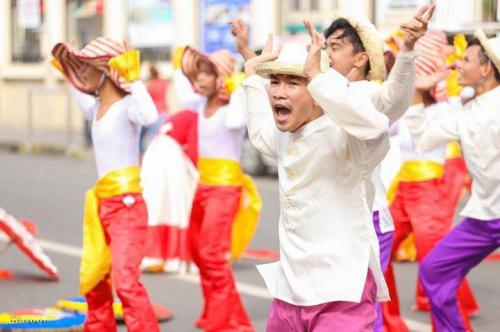 16 powerful images during 1st KanLahi Festival Street Dancing Competition (4)