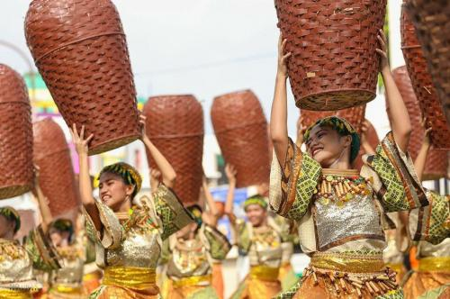 16 powerful images during 1st KanLahi Festival Street Dancing Competition (5)