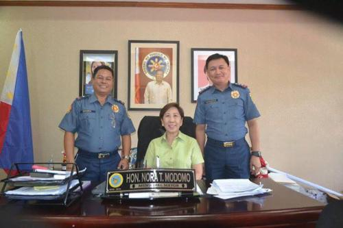PSSUPT Ritchie Medardo Posadas, Tarlac Provincial Police Office OIC,paid a courtesy call to Mayor Nora Modomo (1)