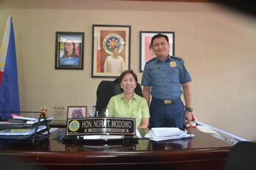 PSSUPT Ritchie Medardo Posadas, Tarlac Provincial Police Office OIC,paid a courtesy call to Mayor Nora Modomo (11)