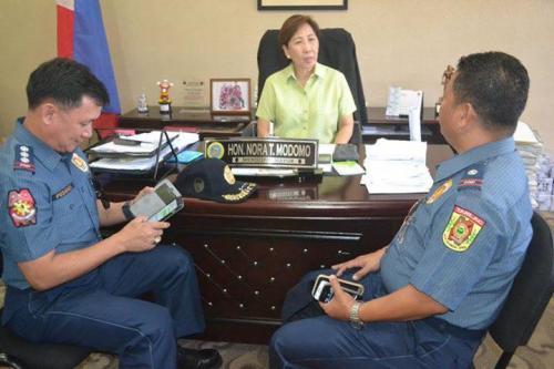 PSSUPT Ritchie Medardo Posadas, Tarlac Provincial Police Office OIC,paid a courtesy call to Mayor Nora Modomo (12)