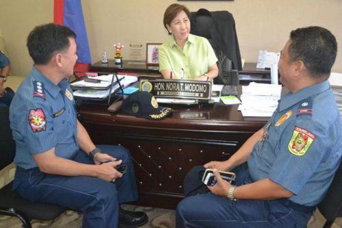 PSSUPT Ritchie Medardo Posadas, Tarlac Provincial Police Office OIC,paid a courtesy call to Mayor Nora Modomo (13)