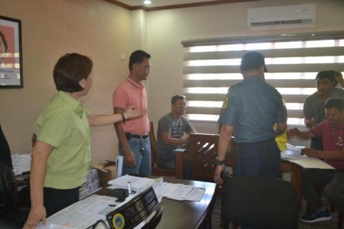 PSSUPT Ritchie Medardo Posadas, Tarlac Provincial Police Office OIC,paid a courtesy call to Mayor Nora Modomo (3)