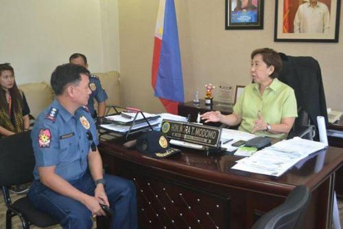PSSUPT Ritchie Medardo Posadas, Tarlac Provincial Police Office OIC,paid a courtesy call to Mayor Nora Modomo (7)