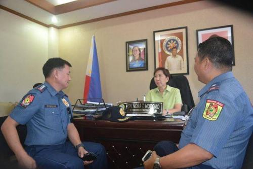 PSSUPT Ritchie Medardo Posadas, Tarlac Provincial Police Office OIC,paid a courtesy call to Mayor Nora Modomo (8)