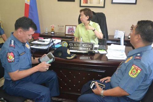 PSSUPT Ritchie Medardo Posadas, Tarlac Provincial Police Office OIC,paid a courtesy call to Mayor Nora Modomo (9)