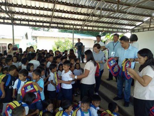 Pamamahagi ng mga school bags and supplies mula kay Governor Susan Yap sa mga mag aaral ng San Sotero Elem.School at Calipayan Elem (12)