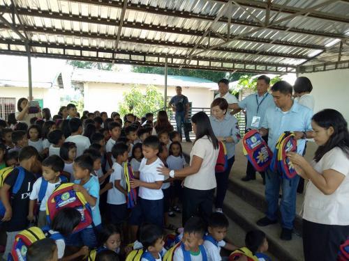 Pamamahagi ng mga school bags and supplies mula kay Governor Susan Yap sa mga mag aaral ng San Sotero Elem.School at Calipayan Elem (13)