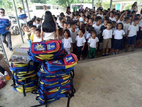 Pamamahagi ng mga school bags and supplies mula kay Governor Susan Yap sa mga mag aaral ng San Sotero Elem.School at Calipayan Elem (14)