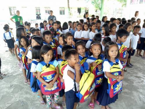 Pamamahagi ng mga school bags and supplies mula kay Governor Susan Yap sa mga mag aaral ng San Sotero Elem.School at Calipayan Elem (3)