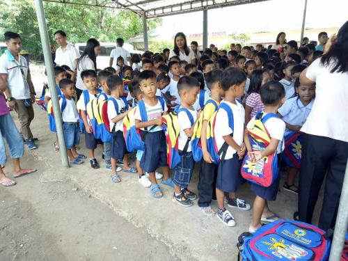 Pamamahagi ng mga school bags and supplies mula kay Governor Susan Yap sa mga mag aaral ng San Sotero Elem.School at Calipayan Elem (5)