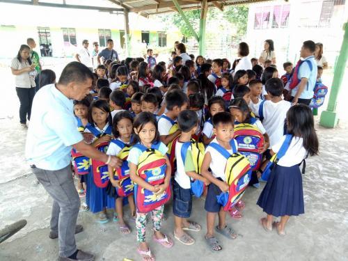 Pamamahagi ng mga school bags and supplies mula kay Governor Susan Yap sa mga mag aaral ng San Sotero Elem.School at Calipayan Elem (6)