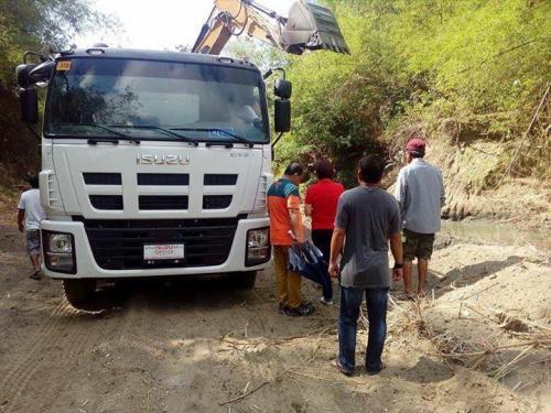 Ang paghuhukay desilting sa Bayating River sa Barangay San Francisco (4)