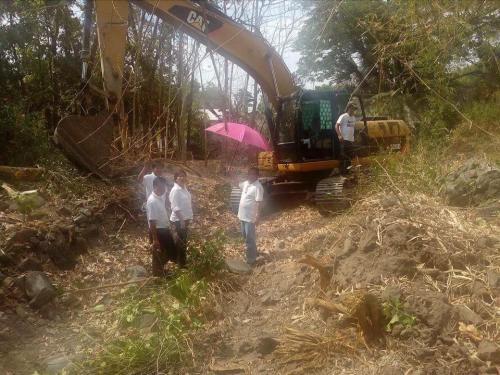 Personal na ininspeksyon ng ating Mayor, Nora T. Modomo ang kasalukuyang pag-dissilting sa Cabatuan Creek (3)
