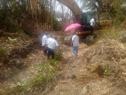 Personal na ininspeksyon ng ating Mayor, Nora T. Modomo ang kasalukuyang pag-dissilting sa Cabatuan Creek (5)