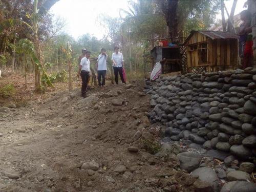 Personal na ininspeksyon ng ating Mayor, Nora T. Modomo ang kasalukuyang pag-dissilting sa Cabatuan Creek (7)