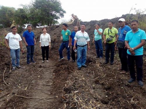 SB Members at mga staff ng Engineering office, ang pagsasagawa sa daluyan ng tubig upang makatu